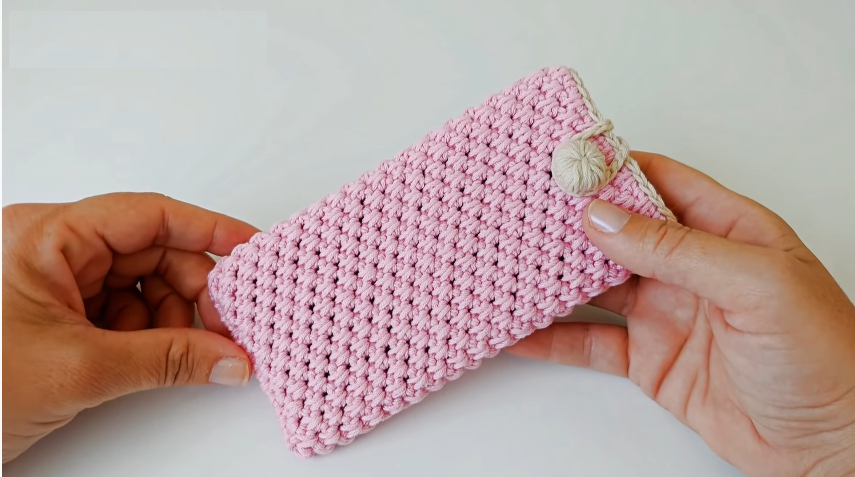 Crochet Phone Case Adaptable to Different Sizes